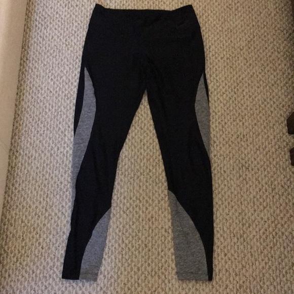 Nike Pants - Ankle length Nike leggings